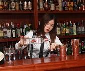 天蓝鸡尾酒调制学员实操【调酒师亚博yabo官网】