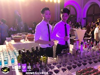 调酒师亚博yabo官网—香港华新国际美容集团年度VIP论坛展翅调酒师户外实践